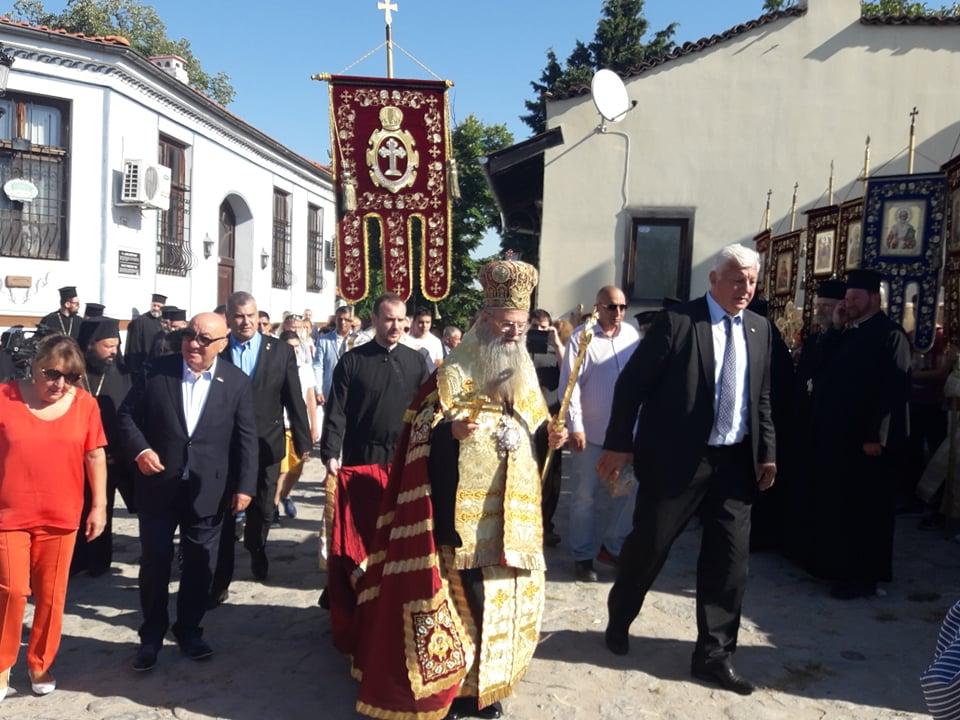 Митрополит Николай на литийното шествие