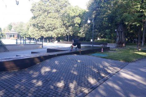 Боядисват пейките около Пеещите фонтани