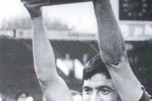 Петър Зехтински с купата, 1981 г.