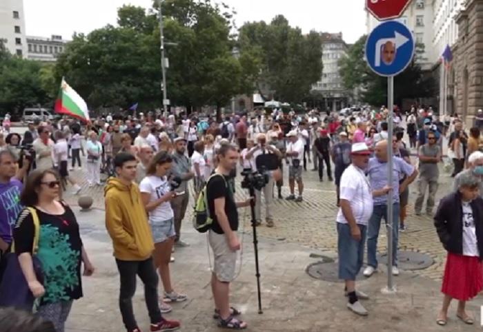 """Протестиращите отново блокираха бул. """"Цар Освободител"""""""