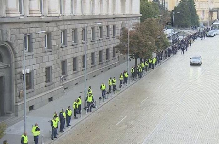Плътни полицейски кордони вече има в столицата, снимка bTV