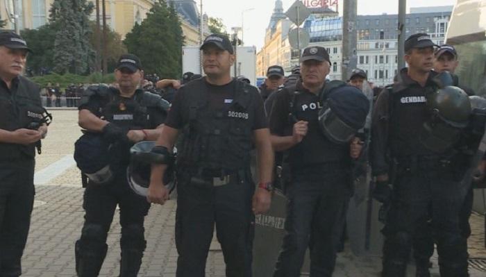 Много полиция и жандармерия пред парламента