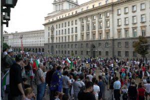 Без напрежение и инциденти преминава 64-ия ден от протестите