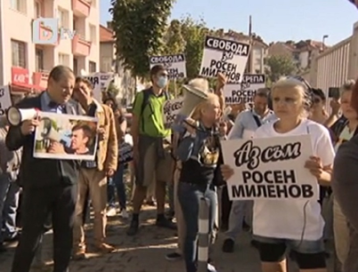 Близки на задържаните организираха протест пред съда