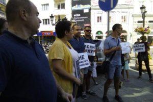 Родители протестираха пред РУО-Пловдив