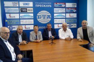 Тони Симидчиева, Илия Лазаров, д-р Светозар Шуманов са категорични, че само няколко души от СДС са напуснали