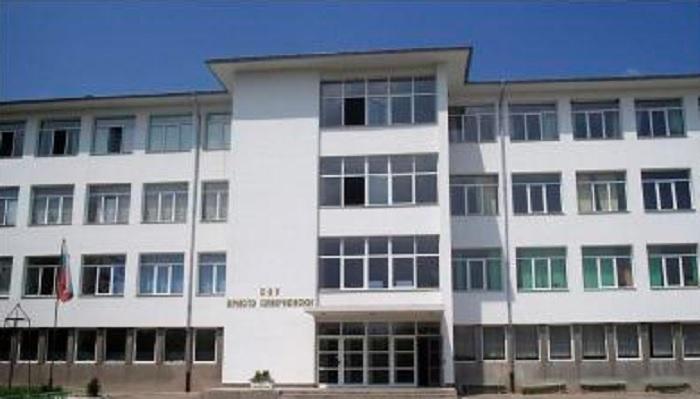 """В СУ """"Христо Смирненски"""" в Хисаря са преподавали заразените учители"""
