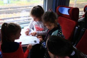 Ученици във влак