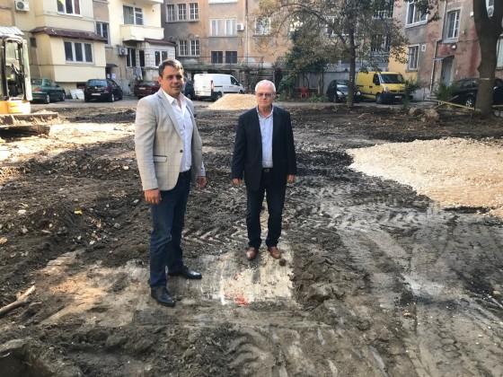 """Правят нов паркинг по желание на жителите на """"Централен"""""""