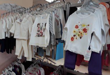 Разнообразието от топли дрешки, одеала и обувки са във Вис Виталис