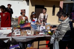 На благотворителния базар се предлагаха различни арменски вкусотии, картини и сувенири