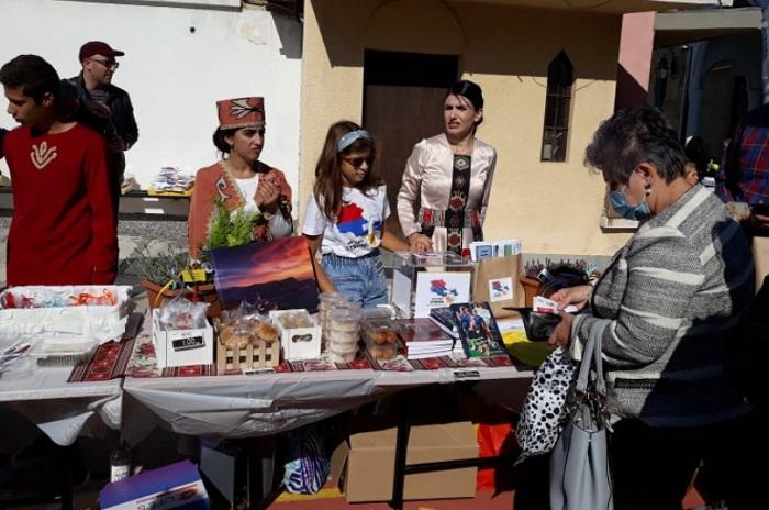 На благотворителния базар се предлагат различни арменски вкусотии