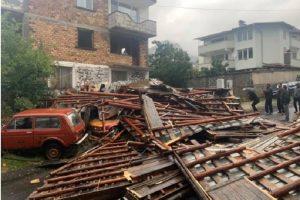 Силният вятър събори покриви, снимка bTV