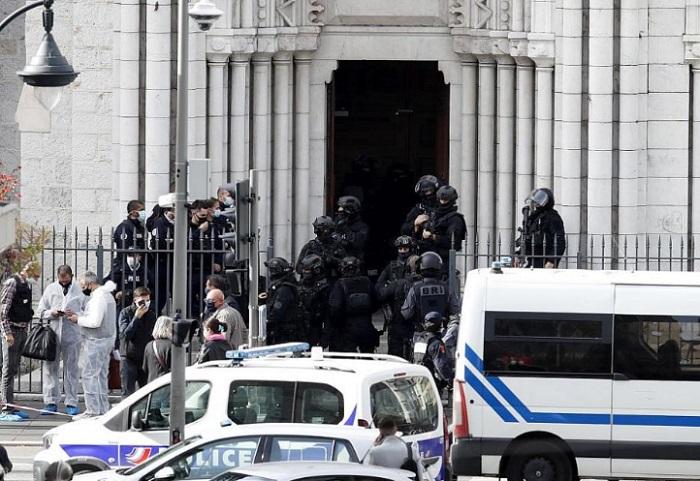 Франция повиши равнището на готовност за цялата си територия до най-високото.