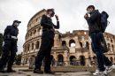 Маските в Италия са задължителни и навън