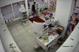 Грузинци отмъкнаха над 1000 лв. от аптека в Пазарджик