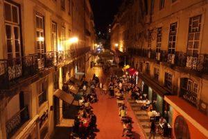 Лисабон през нощта
