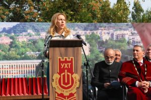 Вицепремиерът Марияна Николова пожела успешна година на студенти и преподаватели