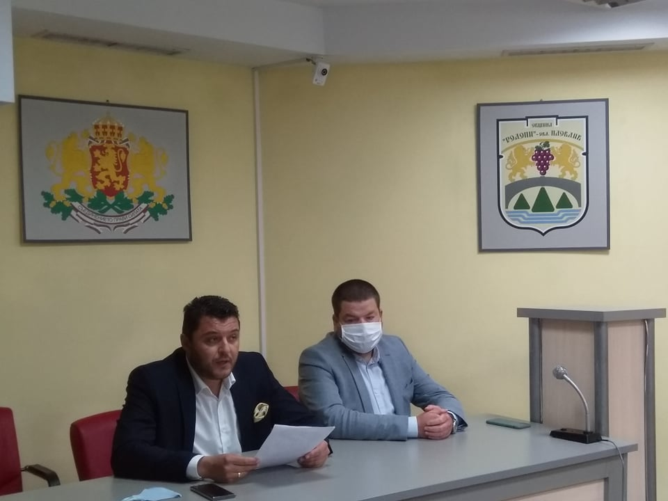 """Кметът на """"Родопи"""" Павел Михайлов и заместникът му Владимир Маринов"""
