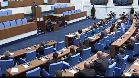 В парламента обсъждат оставката на Цвета Караянчева