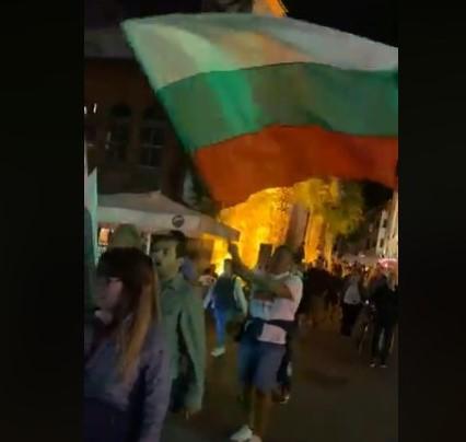 Протестното шествие по Главната.