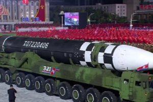 На военния парад в столицата на Северна Корея – Пхенян, бе показана огромна и неизвестна досега междуконтинентална балистична ракета
