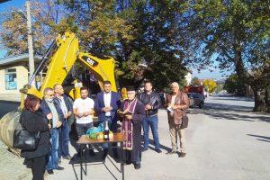 """Кметът на """"Родопи"""" Павел Михайлов и заместникът му Владимир Маринов дадоха старт на ремонтите в Брестник."""