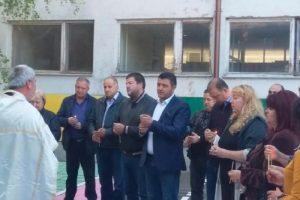 """Кметът на община """"Родопи"""" Павел Михайлов и кметът на селото Нели Бундева поставиха символично начало на ремонта"""