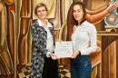 Гергана Андреева връчи наградата на Веселина Серафимова