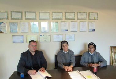 Кметът на Раковски Павел Гуджеров и монахни от Девическото монашеско общество