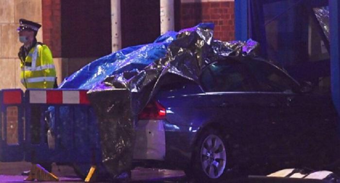 Автомобилът, който се вряза в полицейското управление