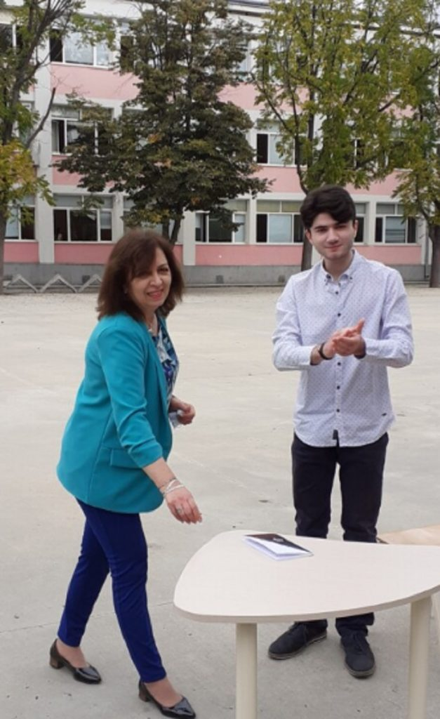 Преподавателят по литература на Борис Ангелов г-жа Катя Гечева представи своя талантлив ученик