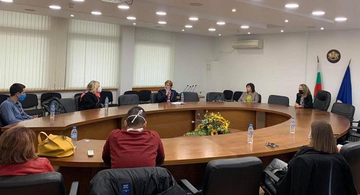 Областният управител Дани Каназирева и д-р Сийка Димчева от РЗИ проведоха среща с лекари и сестри