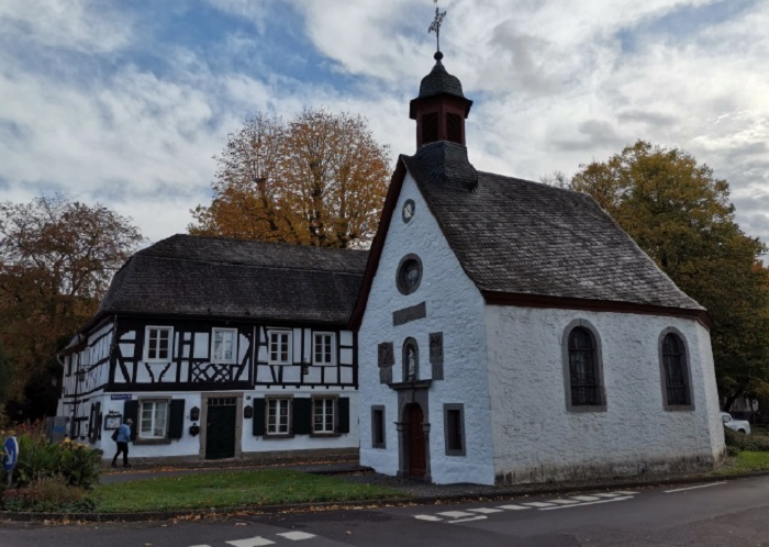 Още един кадър на църквата в Рьондорф