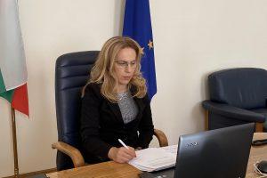 Вицепремиерът Мариана Николова ръководи заседанието на Тристранката.