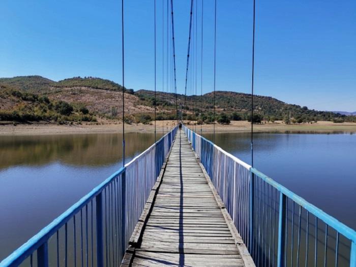 Мостът над язовира