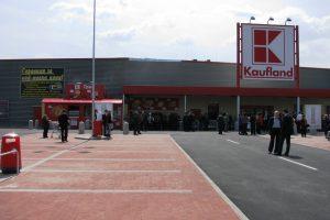 Паркингът на Кауфланд в Асеновград
