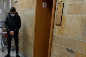 Ангел Кузев пред съдебната зала