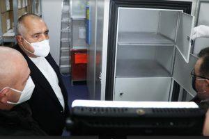 Борисов, Ангелов и Мутафчийски огледаха хладилниците.
