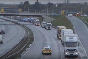Много камиони също са в капан, заради затварянето на границите.
