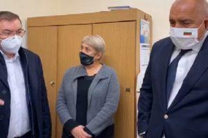Бойко Борисов провери как се съхраняват ваксините в Пловдив