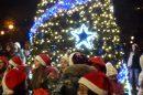 Тази година запалването на светлините ще мине без такова струпване на деца.