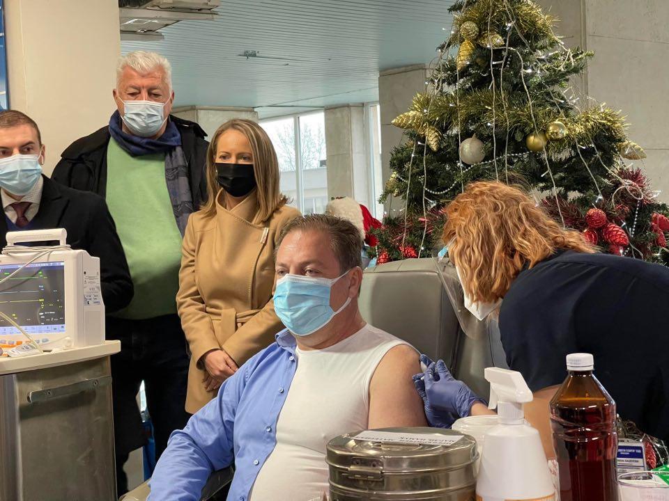 Шефът на БЛС д-р Иван Маджаров се ваксинира в Пловдив архив