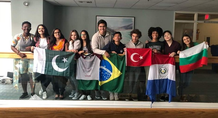 Global Scholars -чуждестранни студенти в Babson College на пълна стипендия. Мартина е първата вдясно