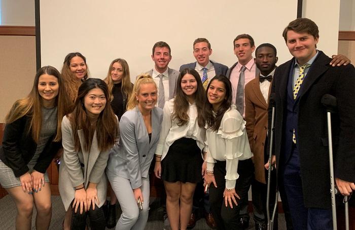 С колегите си от AddMe (студентски бизнес). Мартина е на първия ред отляво