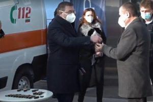 Д-р Иван Стойнов получи ключовете на 4 нови линейки.