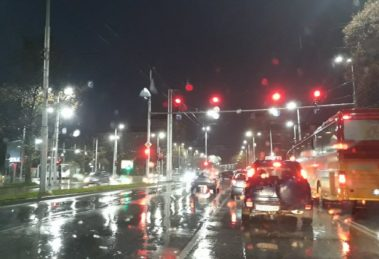 Пловдив осъмна с леден декемврийски дъжд.