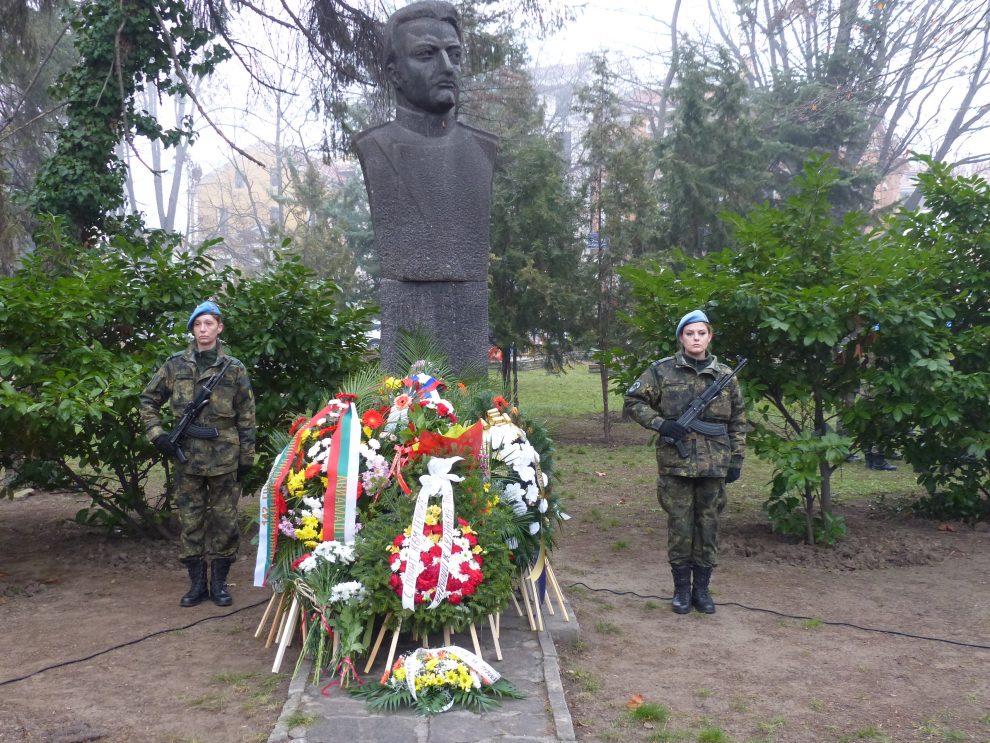 Паметникът на капитан Бураго.