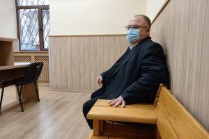 Адвокат Щерю Царев напразно очаква клиентът му да се появи.