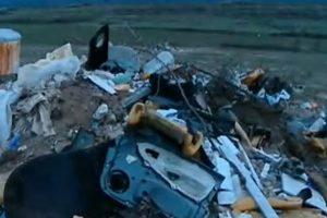 Районът на новото гробище край Асеновград тъне в боклуци.